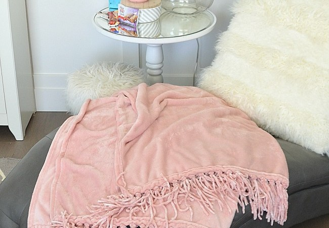 Best Friday Features! — and Rose Pink Tassel Throw Giveaway!