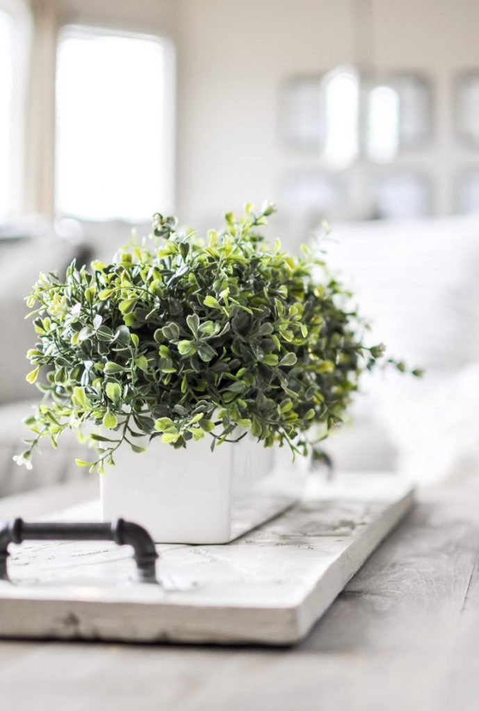 9 Winter White Decorating Ideas - beautiful ideas for your home!