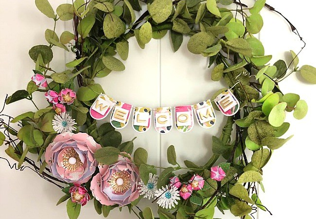 Make a WELCOME Banner Wreath with paper elements!
