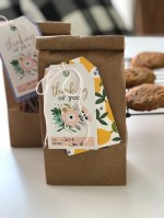 Cookie Gift Idea with Easy, Handmade Gift Tag – great neighbor gift idea!