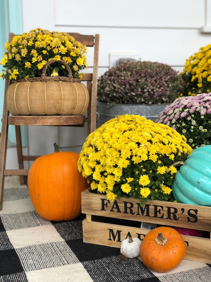 My plaid fall porch - use plaid and bright colors welcome fall! Welcome guests to your home with these easy and inexpensive Autumn DIY ideas!