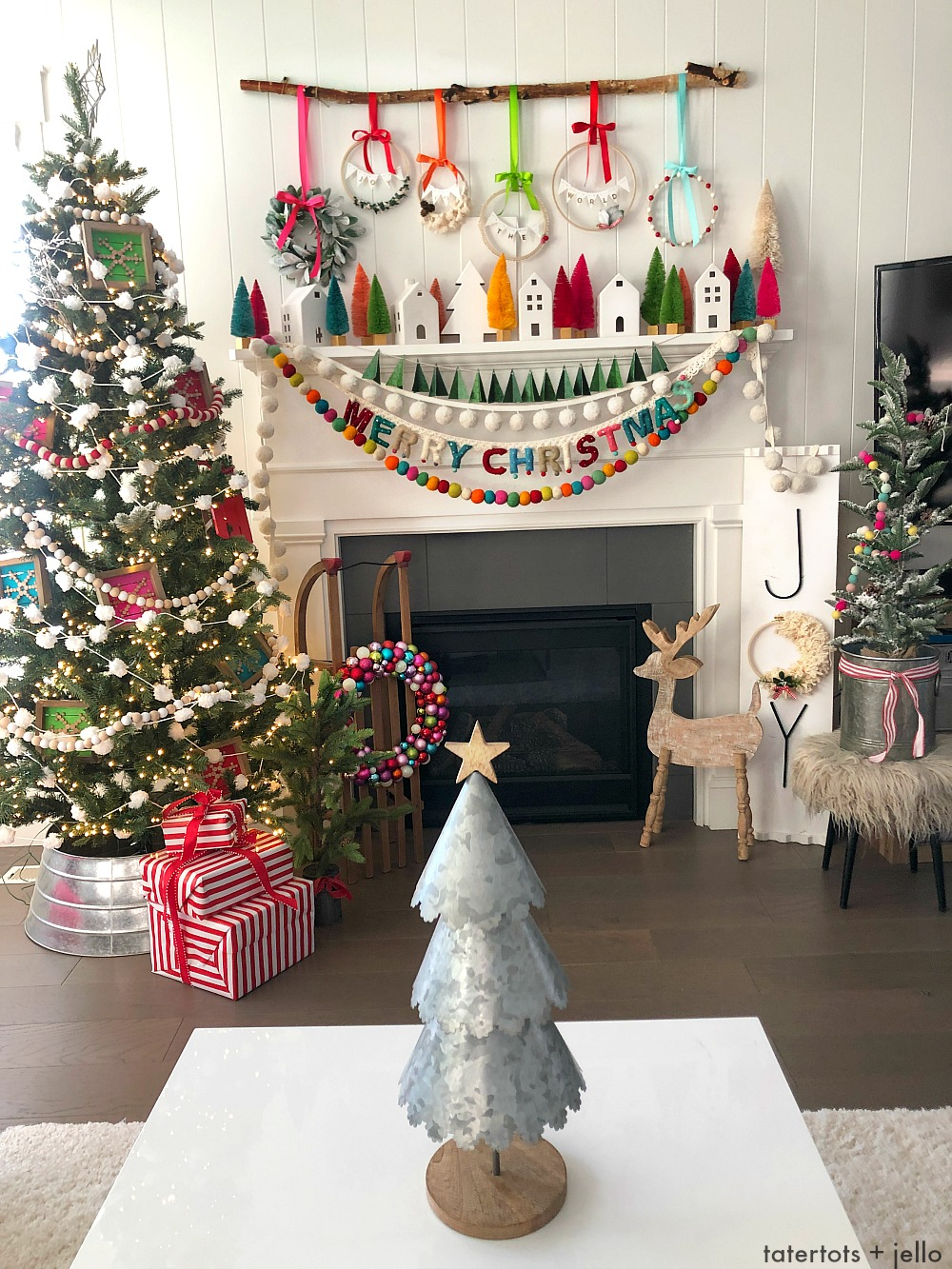 Joy To The World Mantel – Colorful Christmas ideas!