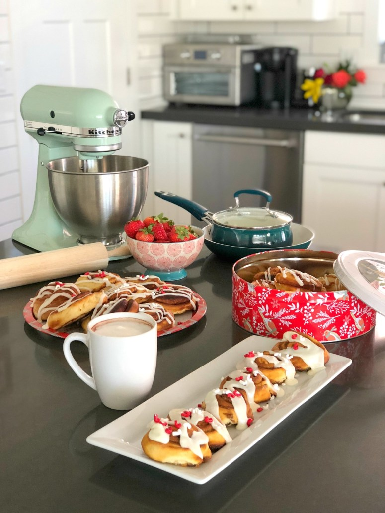 The Ultimate Weekend Brunch Gift Guide. Connect with family and friends with food! Get together and bake up a batch of soft and gooey cinnamon rolls and sit down with a frothy latte or whipped hot cocoa. This gift guide feature everything you need to create a brunch for a special occasion as well as brunch you can whip up every weekend! #sponsored #WalmartTopGifts #giftguide #giftsforthecook #holidaygiftguide