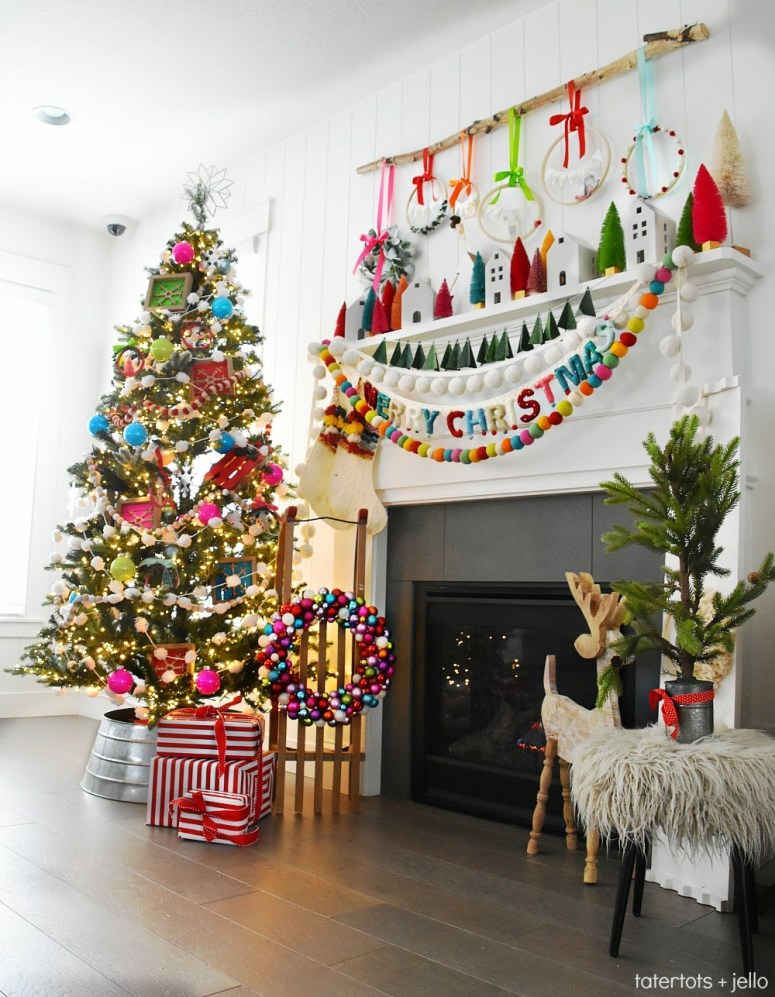 Bright and Colorful Holiday Home Tour. Easy ways to celebrate the holidays with color. Simple DIY ideas you can make to bring the spirit of Christmas into your home this holiday season!