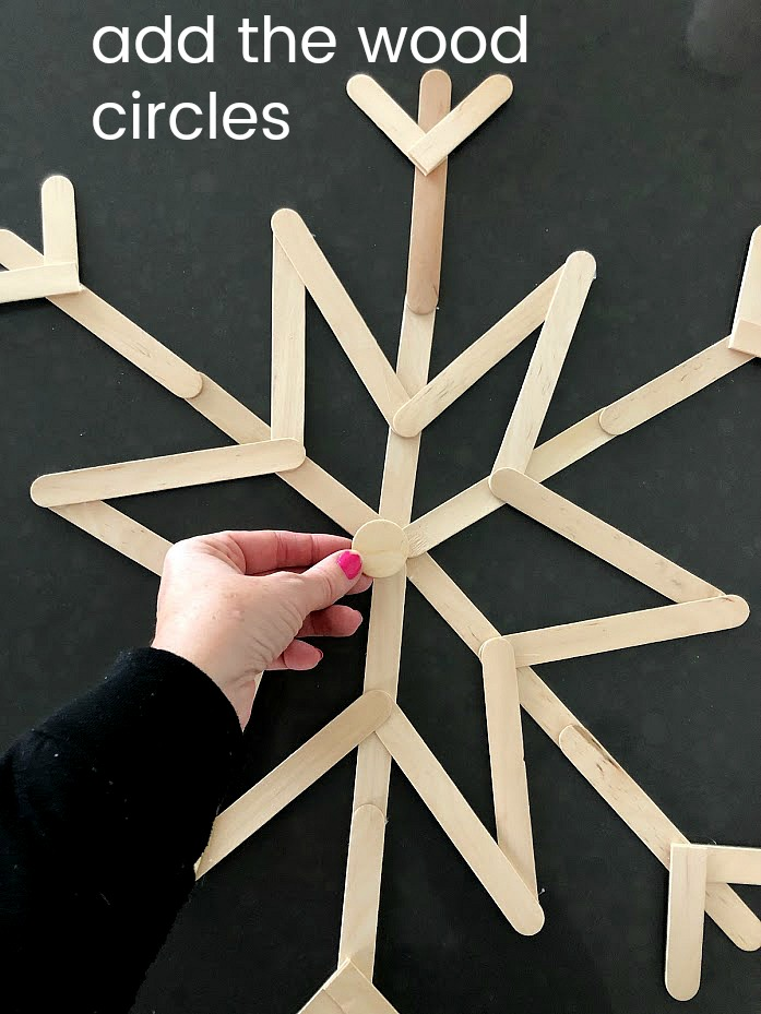 How to Make an Easy Popsicle Snowflake Wreath. Grab your kids and make giant snowflakes. It's so easy and the perfect way to decorate for Winter!