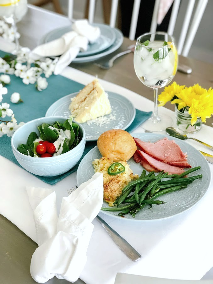 How to host the perfect Easter dinner without the stress. @SamsClub has a Heat and Serve Spring Dinner meal that feeds 10 people for under $47. Throw a gorgeous and delicious dinner and save time in the kitchen so you can spend it with your loved ones! #ad #samsclub #spring #springentertaining #recipes #springrecipes #jalapenopoppers