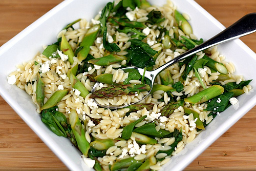 lemon orzo salad with asparagus spinach and feta