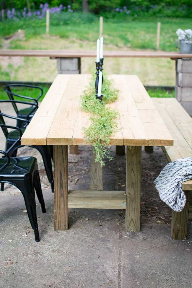 DIY Outdoor Farmhouse Patio Table @ North Country Nest