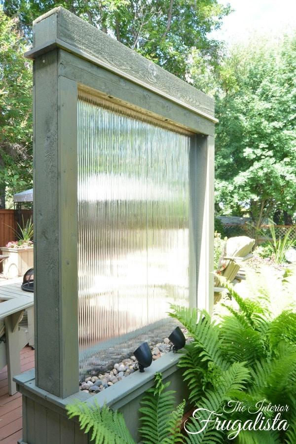 DIY Outdoor Water Wall @ Interior Frugalista