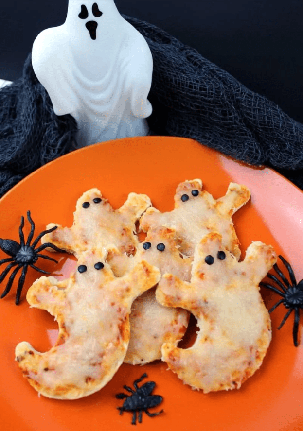 Mini Ghost Pizzas @ Crayons and Cravings
