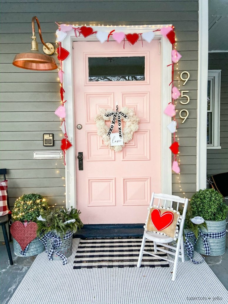 How to Make a Valentine Heart Pom Pom Yarn Wreath. Brighten up your door this winter with a textured pom pom wreath for valentine's Day!
