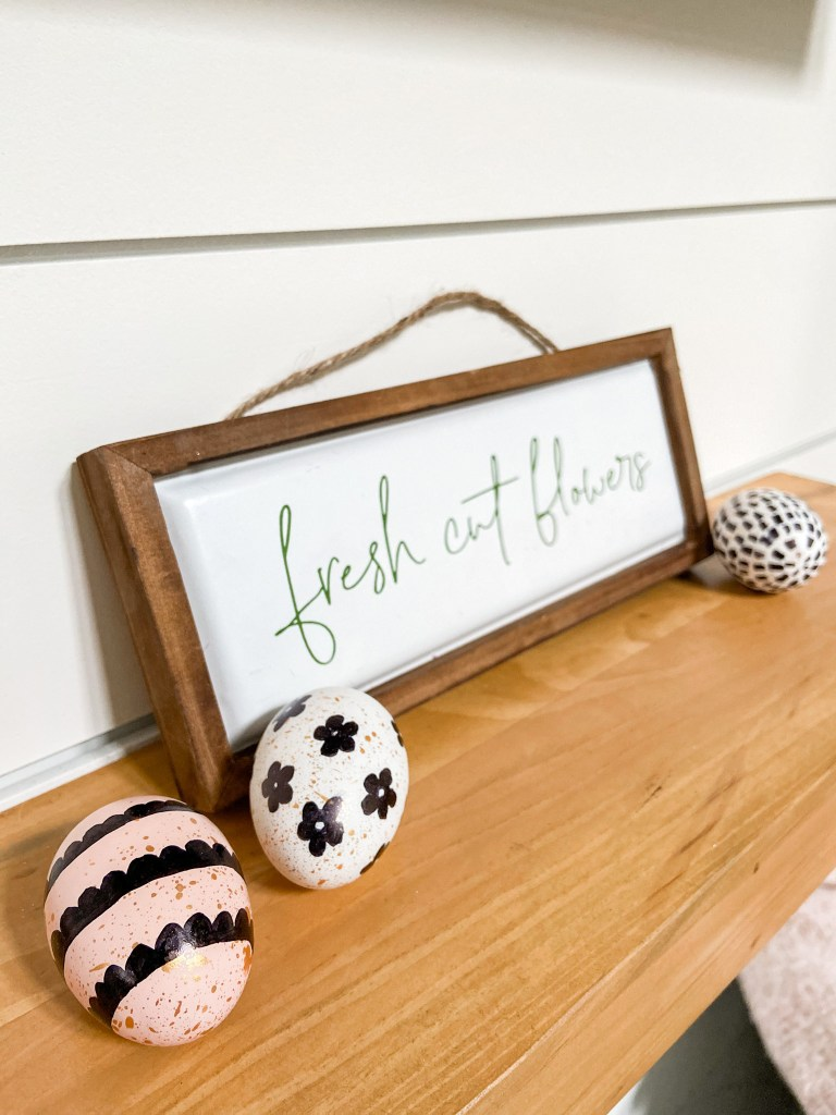 Farmhouse Spring Sharpie Egg Wreath. Create a vibrant Spring Wreath with sharpie eggs for a black and white farmhouse take on Spring!