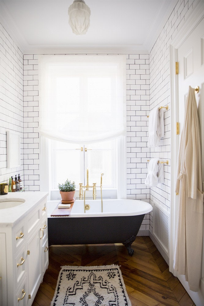 black and white modern farmhouse bathroom tile ideas.