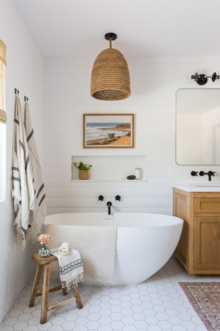 20 Modern Farmhouse and Cottage Bathroom Tile Ideas on Farmhouse Bathroom Tile  id=89597