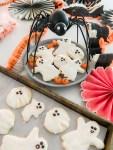 Biscuits au sucre sans froid avec glaçage royal de 3 minutes
