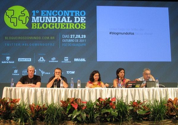 Kristinn Hrafnsson (porta-voz do WikiLeaks), Ignácio Ramonet (criador do Le Monde Diplomatique), Natália Viana (agência A Pública), Tatiane Pires e Luis Nassif (jornalista e blogueiro).Foto: Tarso Cabral.