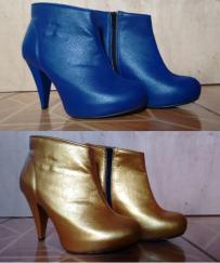 Par de botas azul caneta que foram pintadas de dourado.
