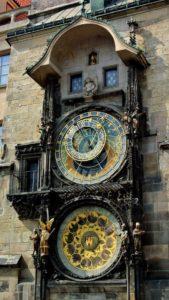 Old town meydanda bulunan astronomik saat kulesi.