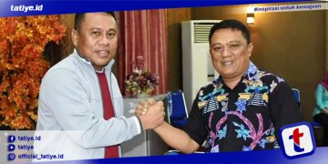 Sekda Gorut Ridwan Yasin bersama Sekretaris DPW PAN Provinsi Gorontalo Lukman Botutihe.