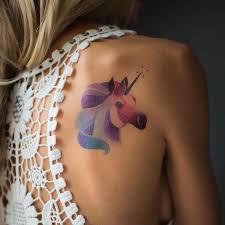Sublimer un tatouage dans le dos