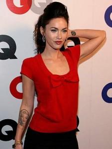 Tatouage poignet pour femme et tenue vestimentaire – Les vêtements
