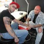 Les nouveaux tatoueurs de Pont-Audemer