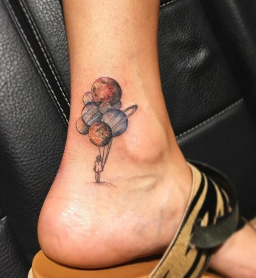 Planet Balloons, Tiny girls ankle tattoo