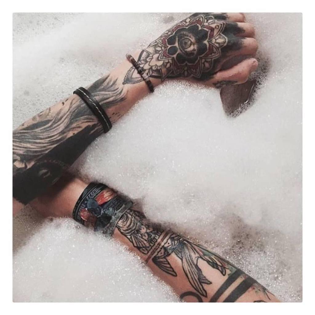 In bad met je nieuwe tattoo? Beter om even te wachten....