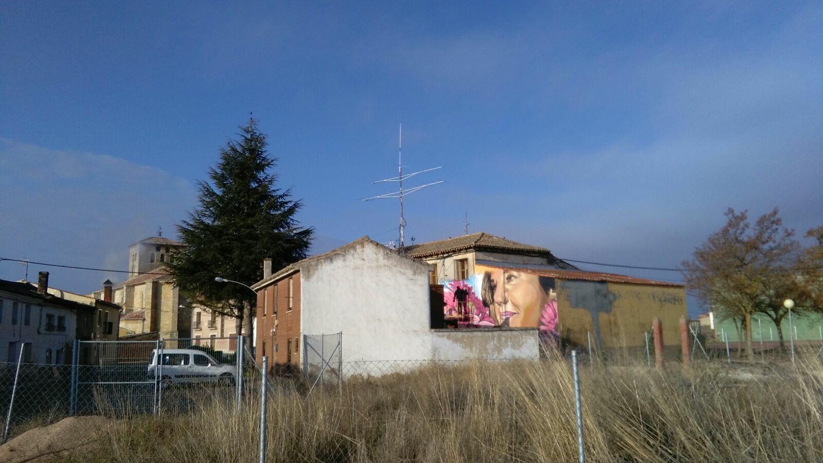 fachada edificio mural graffiti palencia piña de campos