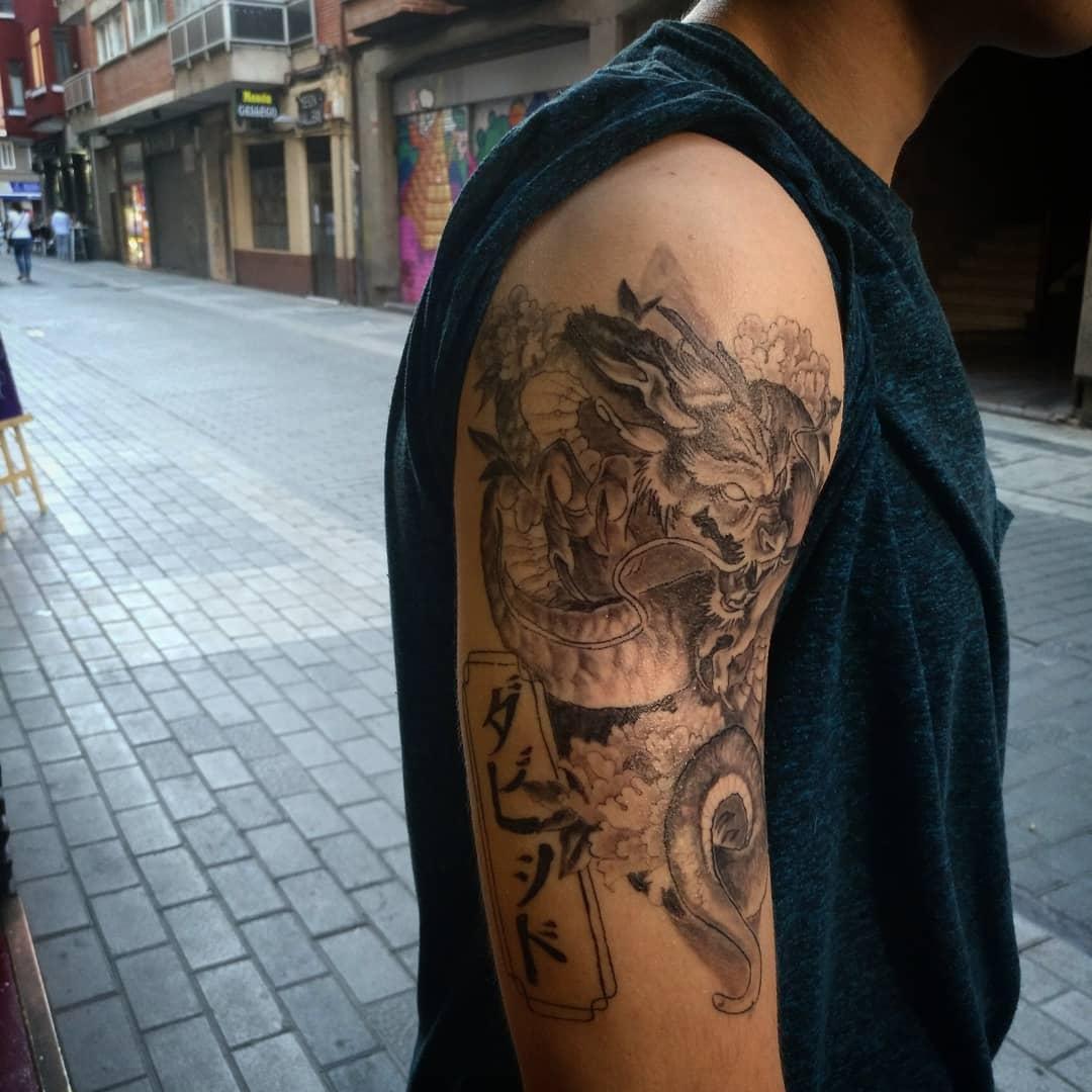 dragón tatuaje tattoo palencia japonés blanco y negro