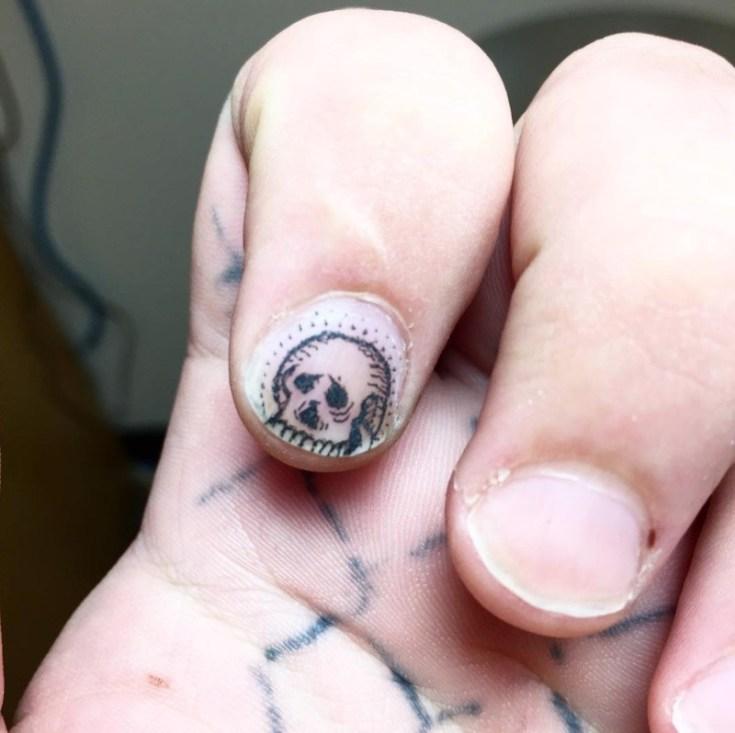 fingernail tat 2