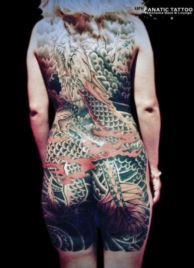 一匹龍 女性 背中 額彫り dragon