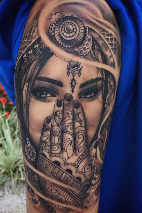 Belle femme tatouée