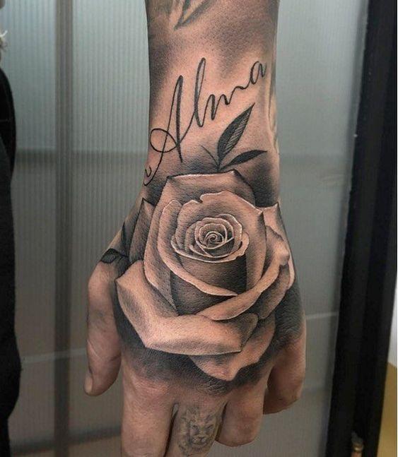 Fleur tatouée