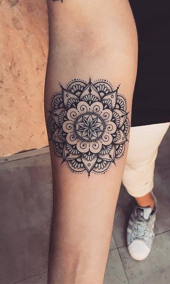 Magnifique tatouage mandala