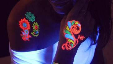 , 20 tatouages temporaires incroyables qui brillent dans le noir – dessins et idées (2019)  (En images)