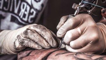 , Combien coûtent les tatouages?  (Guide 2021)