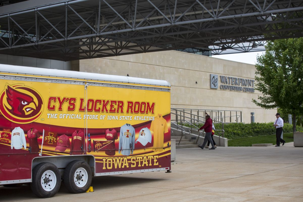 Photos Iowa State Cyclone Tailgate Tour Quad Cities Stop Ideas And Designs