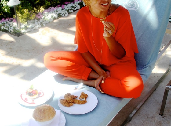 Beyoncé Removing Her Jay Z Wedding Ring Tattoo Singer S Ideas And Designs