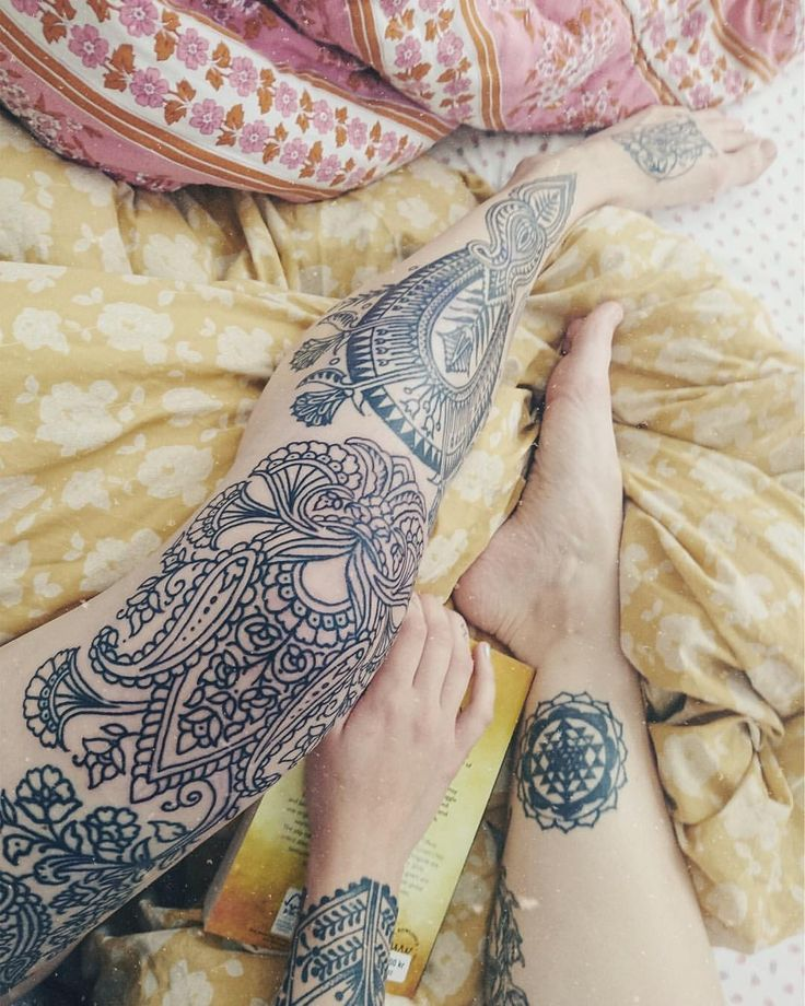 Best 25 Knee Tattoo Ideas On Pinterest Bumble Bee Ideas And Designs