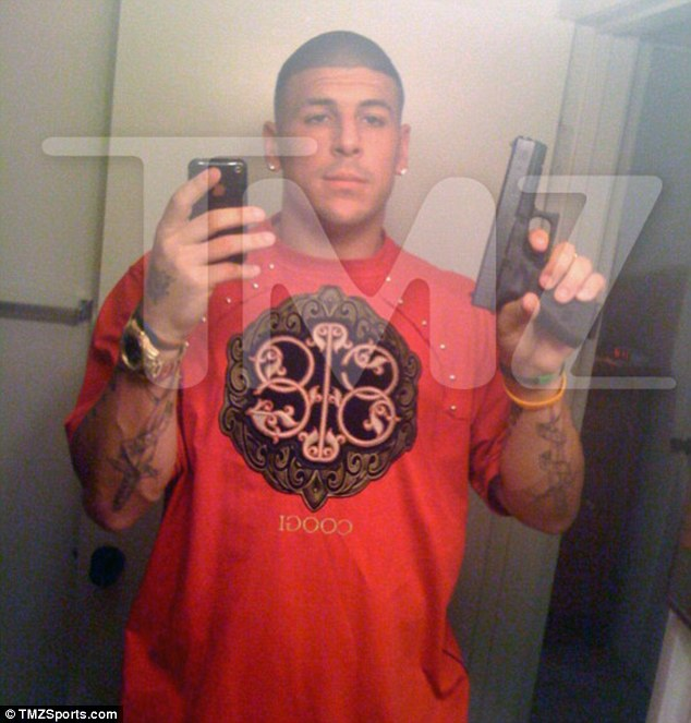 Aaron Hernandez Pictured With Alleged M*Rd*R Weapon Used Ideas And Designs