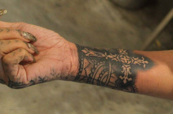 1000 Ideas About Rihanna Hand Tattoo On Pinterest Henna Ideas And Designs