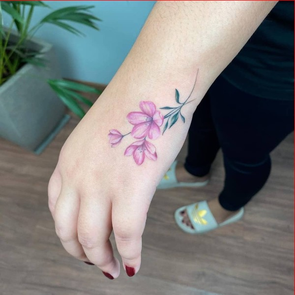 hand tattoo ideas for girls