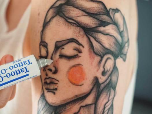 Pegasus Tattoo Creme auf frischem Tattoo