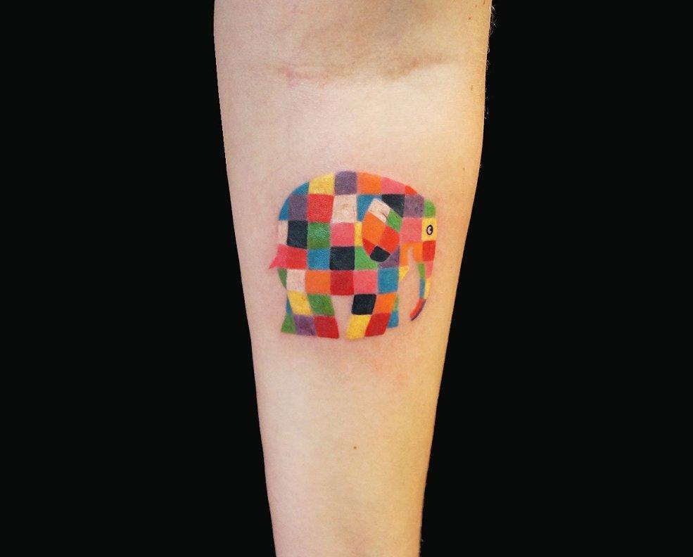 тату для девушек в графическом стиле фото работ в каталоге тату