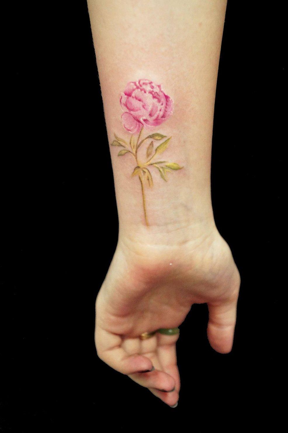 тату на запястье для девушек и мужчин в галерее салона татуировки