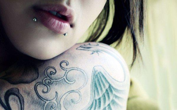 Пирсинг губы: фото, верхней, нижней, кольцо, монро, у ...
