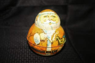 Pipe smokin' Santa tin