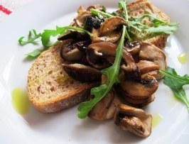https://tatyanakost.wordpress.com/2014/12/08/брускетта-с-грибами-постимся-вкусно-и/