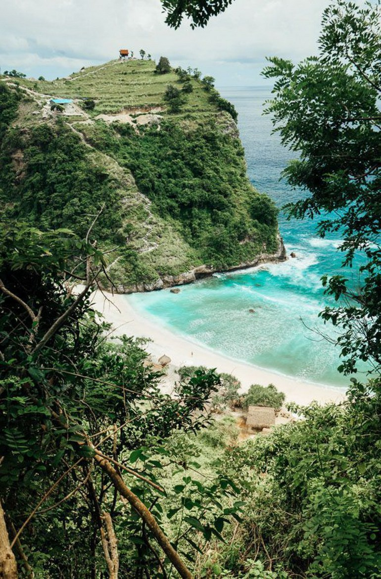 Atuh Beach Nusa Penida Indonesia - Body of water, Coast, Coastal and oceanic landforms, Natural environment, Natural landscape, Nature, Nature reserve, Outdoor structure, Shore, Turquoise, Vegetation